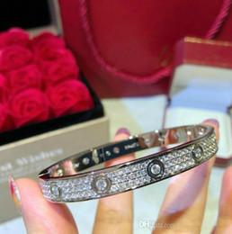 Бриллиантовый браслет широкий онлайн-Роскошные свадебные обручальные Женские браслеты широкое издание любовь бриллиантовый браслет люкс для дизайнерского банкета ювелирные изделия отвертка браслет