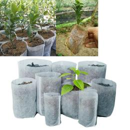 Bolsas de cultivo de árboles online-Ollas no tejido de la tela Árbol saco de cultivo 10 Tamaño raíz de la planta recipiente de bolsa blanca Mano Con la plantación de flores Bolsas Crece Cultura MMA1962-6
