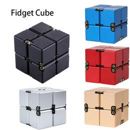 2019 brincadeira de caneta chocante Liga de alumínio do metal Infinito Cubo Handheld Fidget Toy Desk Toy Magic Infinity Cube aliviar o estresse Ansiedade ADHD OCD para crianças e adultos