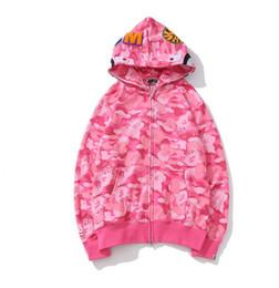 Розовые толстовки с капюшоном онлайн-Марка дизайн мужские куртки акула рот розовый камуфляж толстовки пальто мода с длинным рукавом осень куртки с капюшоном на молнии свободные повседневная спортивная одежда