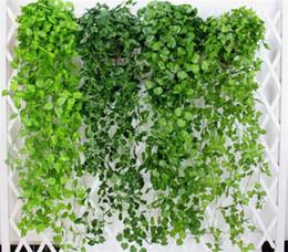 2019 piante da giardino verdi Foglie verdi artificiali Fiori finti Hanging Vine Foglie di piante Fogliame Fiore Ghirlanda Home Garden Wall Hanging Decoration G406 piante da giardino verdi economici