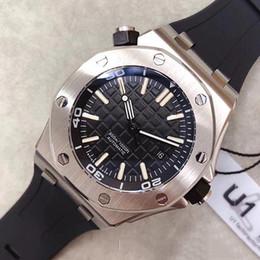 Reloj automático con respaldo de vidrio online-Venta al por mayor de lujo Royal Oak Offshore Diver 42 mm movimiento automático serie 15703 correa de goma para hombre Dial negro de cristal de nuevo relojes