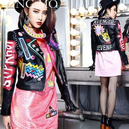 chaqueta de cuero mujer punk rock Rebajas QING MO Remaches PU Chaqueta Mujeres Insignias Cremalleras PU Chaqueta de Cintura Alta Manga Larga Falsa Lether Outwear Primavera Abrigos ZLDM057