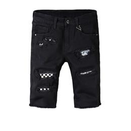 Jeans curtos destruídos on-line-Nova Itália Estilo # 547 # Calças Destroyed Angustiado Art Patches dos homens Skinny Calções Pretas Calças Jeans Tamanho 29-40 calças de Brim para o homem