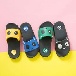 Calçado de plástico on-line-Encantador Dos Desenhos Animados Padrão Júnior Calçados De Plástico Chinelos De Cimento Crianças Chinelos de Praia para Crianças Sapatos Ao Ar Livre Para A Proteção dos pés Babys Sandálias