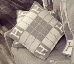 2019 canapé jette Nouveau Lettre H Stripe Coussin De Luxe Oreiller Décoratif pour Voiture De Voiture Coussin Coussin Home Decor Art 45 * 45 cm promotion canapé jette