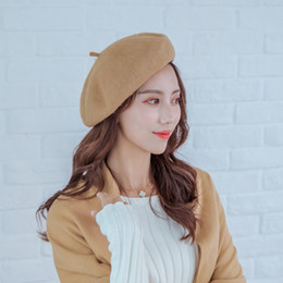 nuovo autunno   inverno 2019 berretto di lana retro solido colore femminile  cappuccio di lana cappelli per gli studenti accessori per le donne testa  usura ... a834c97ea1fb
