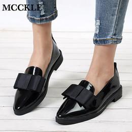Loafers elegantes on-line-MCCKLE Primavera Flats Mulheres Sapatos Bowtie Loafers De Couro De Patente Elegante Salto Baixo Deslizamento Em Calçado Feminino Dedo Apontado Calcanhar Grosso