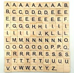 2019 cartas de madeira frete grátis 100 pçs / lote Alfabeto De Madeira Scrabble Telhas Negras Letras Números Para Artesanato Brinquedos De Madeira para o Bebê hot frete grátis cartas de madeira frete grátis barato