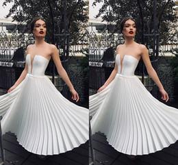 Küçük Beyaz Derin V Boyun Kısa Parti Elbiseler Çay Boyu Kırışıklıklar Fırfır Etek Kadın Nedensel Elbise Ucuz Kokteyl Törenlerinde 2036 nereden
