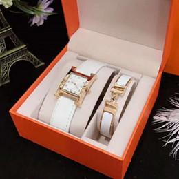 braccialetti eleganti per le donne Sconti Regali di Capodanno Orologi al quarzo da donna di lusso Orologi Parigi e braccialetti con gioielli Fashion Lady Elegant Clock Natale con scatola originale