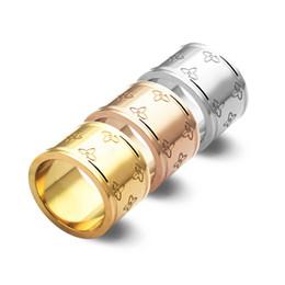 flor gravura Desconto 2019 Moda de luxo de aço de titânio jóias gravado four-flower wide-faced anel casal homens e mulheres anel anéis de ouro 18k banhado