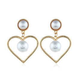 Canada Boucles d'oreilles creuses en forme de coeur pêche coeur perle boucles d'oreilles douces boucles d'oreilles perle géométrique Boutique de femmes bijoux ornement cheap geometric ornaments Offre