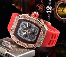 2019 moda real de los hombres Reloj de los deportes caja de acero inoxidable negro reloj de movimiento de cuarzo diamantes de imitación de los relojes de los hombres de las mujeres de lujo y moda real correa de caucho rebajas moda real de los hombres