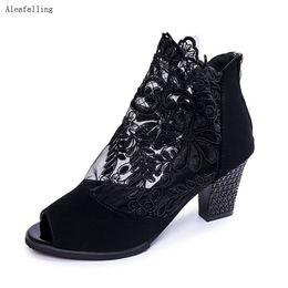 Botines de plataforma con punta abierta online-Aleafalling Botas de verano Peep Toe Plataforma Zip Flor de encaje abierto Embriodery Flock Tobillo Sexy 7.5cm Botas de tacón Zapatos de mujer
