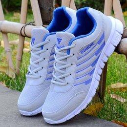 2020 scarpe da ginnastica leggera adulti Uomo Scarpe Luce adulto Uomini Sneakers 4 colori traspirante, scarpe casual maschile Zapatos Hombre Uomini Krasovki Chaussure Homme Size scarpe da ginnastica leggera adulti economici