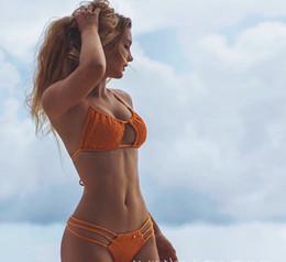 2019 tanga de encaje brasileña bikini Sexy dos piezas para mujer ahueca hacia fuera el bikini brasileño traje de bikini de tres puntos Color sólido correa de moda con cordones halter tanga empuje traje de baño rebajas tanga de encaje brasileña bikini
