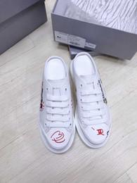 2019 zapatos deportivos de moda Zapatillas de diseñador de marca para damas masculinas Athletic Low Top de cuero real Suela de goma Zapatos casuales de diseñador blancos con caja Moda femenina zapatos deportivos de moda baratos