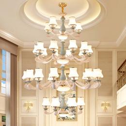 Argentina Candelabros grandes de lujo de alta gama de aleación de zinc luz para villa hotel escalera del vestíbulo lámparas colgantes largas iluminación de araña colgante de cerámica Suministro