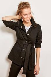 Enlaces de tira online-Trendyol Linking Black Strip Strip chaqueta detallada TCLAW19LR0236