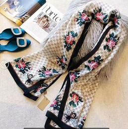 Sciarpa di seta Fascia per le donne 2019 Estate Nuovo stile di moda ape Sciarpe lunghe avvolgere con Tag sciarpe scialli 180x90Cm da sciarpe infinite rosa fornitori