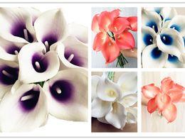 2019 i fiori artificiali sembrano reali Naturale / Real Touch Pu Fiori Artificiale naturale alla ricerca di Calla Lily Diy Wedding Bridal Bouquet 6 colori sconti i fiori artificiali sembrano reali
