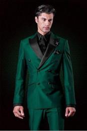 giacca a doppio petto uomini verdi Sconti New Classic Design Doppiopetto Smoking da sposo verde Groomsmen con visiera a risvolto Best Man Abiti da uomo da uomo Two Pieces (Jacket + Pant)