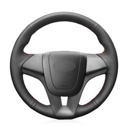 Cubre volante chevrolet online-Mewant Cubierta del volante del automóvil de cuero genuino negro para Chevrolet Cruze 2009-2014 Aveo 2011-2014 Holden Cruze 2010