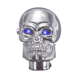 Manopole del cambio del cranio online-Universal Manuale Chrome Skull Car Gear Stick shifter spostamento LED pomello della leva blu