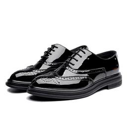 mens di cuoio di scarpe sociali Sconti Mens Dress Shoes Brogues Summer Leather Designer formale Elegante uomo scarpe # MSW8118168