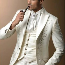 hochzeitskleid männer elfenbein Rabatt Elfenbein mit Stickerei Bräutigam Smoking Groomsman Kleid Herren Hochzeit Prom Anzüge (Jacke + Hose + Weste + Krawatte)
