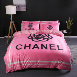 popular suit styles Promo Codes - Pink Flower Design Bedding Sets Popular Logo Letter Bedding Supplies New Style Autumn And Winter Print Bed Cover Suit