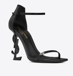 2019 sandali prom Designer di moda Scarpe da sposa di lusso Scarpe da sposa Donne Sandali di stilisti Donne Pompe 2019 Scarpe da festa di moda nuove signore Prom Scarpe 10cm tacco 8cm sandali prom economici