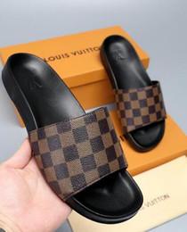 b4575549 новые горячие женщины мужчины дизайн обувь слайд летняя мода широкие  плоские сандалии тапочки Новый британский бренд летние мужские тапочки