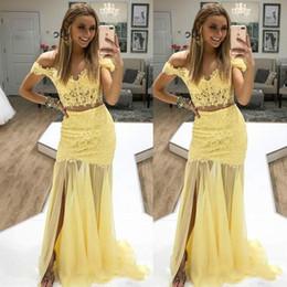 Vestiti da sera gialli due pezzi online-Sexy prom dresses giallo sirena Off spalla pizzo due pezzi abiti da sera usura anteriore Split Cocktail Party abiti per la data di laurea