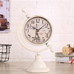 2019 baterías de europa Europa Reloj de escritorio de metal vintage Dormitorio Minimalista Mute Needle Table Clock Reloj Diseño en forma de globo Funciona con pilas baterías de europa baratos