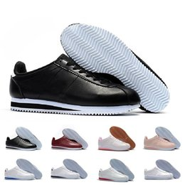 2019 zapatos de cuero negro barato de las mujeres Nike Classic Cortez NYLON Clásico Cortez Básico de Cuero Zapatos Casuales Barato Moda Hombres Mujeres Negro Blanco Rojo Dorado Zapatillas de Skate Tamaño 36-45 zapatos de cuero negro barato de las mujeres baratos