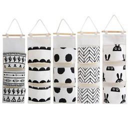 Bolsas de lino blanco online-Patrón blanco negro Bolsa de almacenamiento colgante de lino y algodón 3 bolsillos Armario montado en la pared Bolsa colgante Bolsa de pared Organizador de juguetes cosméticos