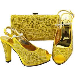 Bolso del zapato de la boda online-2018 Top ventas de zapatos y bolsos italianos a juego con diamantes de imitación africanos Mujer bombas zapatos y monedero para boda Tacones altos # 37483
