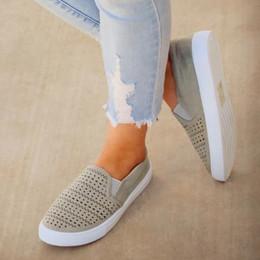 Scarpe da spiaggia delle tela delle signore online-Scarpe da corsa piatte da donna Scarpe da spiaggia estive cave semplici scarpe da donna Traspirante Morbida da donna Outdoor zapatillas mujer