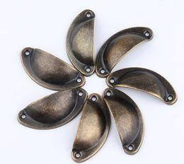 2019 tirando l'ottone d'ottone Europee 4 colori Vintage Cabinet Knobs Cassetti Shellfish Iron Skin Mobili semicerchio in ottone Shell maniglioni sconti tirando l'ottone d'ottone