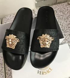 2019 sapatos de casamento de salto largo New Color Paris Luxury Designer Sliders Mens Womens Verão Sandals Praia Deslize Chinelos Ladies Flip Flops Loafers Céu Azul Chaussures