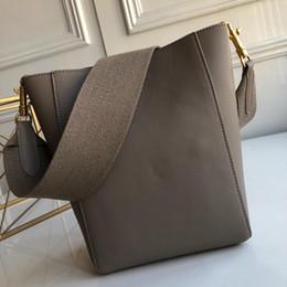Маленькие крючки онлайн-Женская сумка через плечо модный дикий дизайнер моды маленький мягкий зерна чистой телячьей кожи съемный шерстяной плечевой ремень, внутри крючок доллар