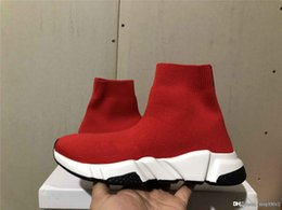 2019 entwerferkleidschuhe männer billig billige Turnschuhe Designer Schuhe Triple s Socken Schuhe für Männer Frauen Kleid Schuhe mit Gummi Boden Freizeitschuh für Frauen Größe 35-45 rabatt entwerferkleidschuhe männer billig