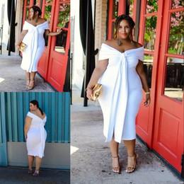 39bbe07eef18 Sexy Slit Girls Plus Size Bianco Prom Dresses Off the Shoulder Lunghezza tè  maniche Backless Abiti da sera corto Fat Women economici Formale Dress
