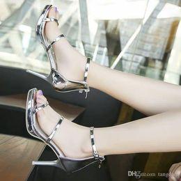sexy tacones abiertos de plata Rebajas Verano 2019 Nueva versión coreana de la plataforma a prueba de agua sandalias de punta abierta sexy delgada una palabra hebilla plata tacones altos mujeres