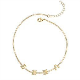 Nuove catene d'oro della ragazza online-METOO New Spring Chock Collana con lettera in cristallo Catena in oro Nome personalizzato Personalizzato Women Simple Dainty Collane Regalo per ragazza
