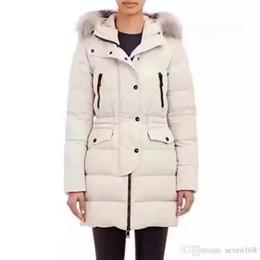 veste tailleur femme Promotion Veste de duvet douce pour femme longue de la nouvelle collection Winter de la marque M, confection dans le style européen, d'un col de 100% de fourrure de raton laveur naturel, de parka à capuchon