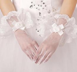 2019 weiße tüllhandschuhe 2019 Real Photo Brauthandschuhe Weißer Spitze Voll Finger Handgelenk Länge Hochzeit Handschuhe Tüll Günstige Braut Zubehör rabatt weiße tüllhandschuhe