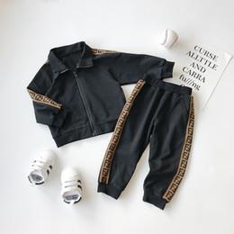 Jungs trainingsanzug leopard online-Kinder Designer Trainingsanzug Langarm Kleidung Mädchen Jungen Desigenr Luxus Zweiteiler Kleidung Baby Frühling Herbst Mode Baumwolle Kleidung